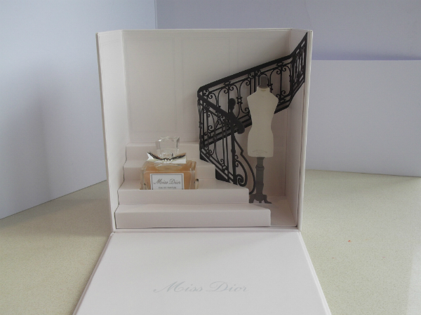 Miss Dior Box open