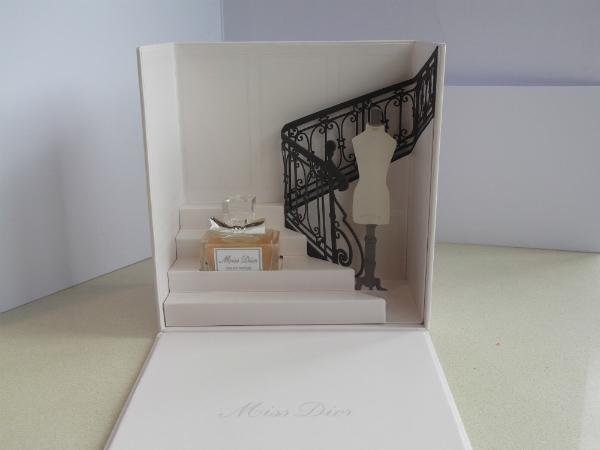 Miss Dior Box open