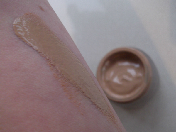 Re-Nutriv Lifting Foundation Swatch