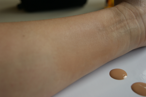 L'Oreal Nude Magique Swatch