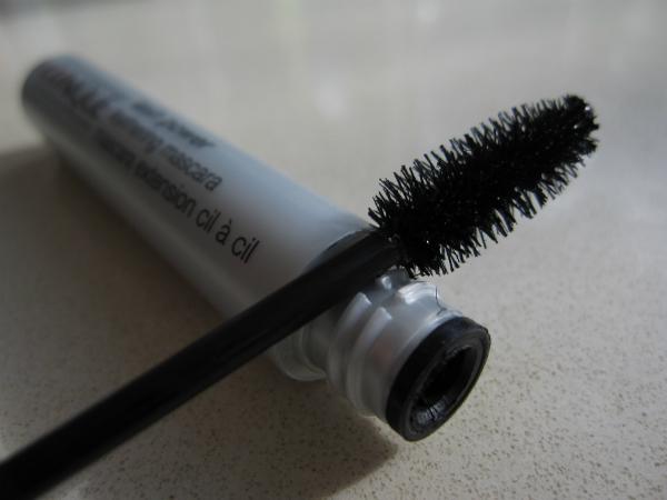 Clinique Feathering Mascara Close