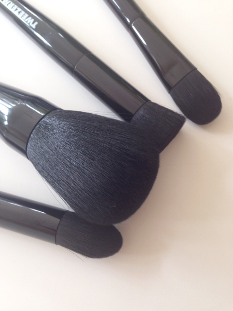 Tweezerman BrushIQ Foundation Brushes